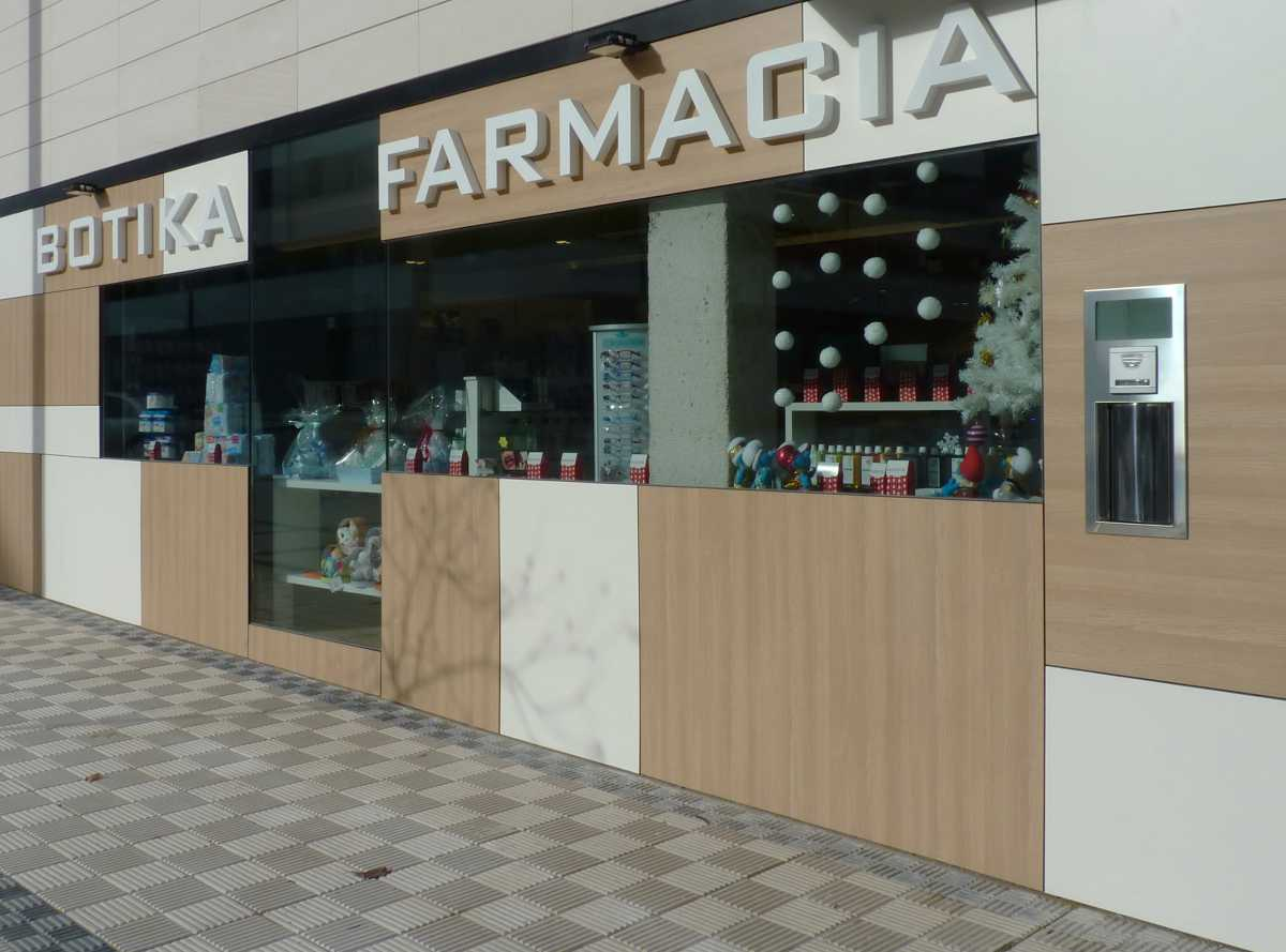 El diseño y la estética interior, los materiales y las formas, salen a las fachadas mostrando la unidad del conjunto.