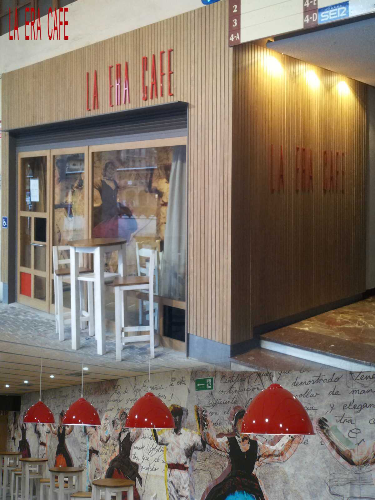 La sencillez de composición y de empleo de materiales, tratan de proyectar a través del único hueco existente en la fachada, la alegoría del panel interior. El toque de color rojo alude al mensaje festivo del BAILE DE LA ERA.